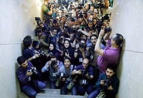 عکسی از خبرنگاران عکاس حاضر در وزارت کشور برای پوشش خبری ثبت نام نامزدهای انتخابات ریاست جمهوری