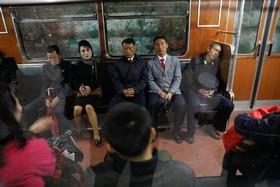مسافران قطار در پیونگیانگ کره شمالی