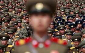 نیروهای نظامی کره شمالی در مراسم یکصدومین سال گرد تولد کیم ایل سونگ در پیونگ یانگ