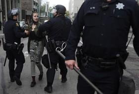 تظاهرات و درگیری حامیان و مخالفان ترامپ در آمریکا:دستگیری یکی از مخالفان ترامپ