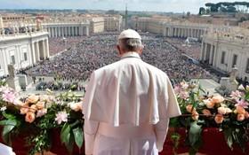 پاپ در مراسم عید پاک در واتیکان