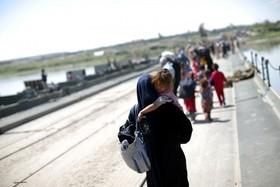 پل پیش ساخته نظامی روی دجله برای عبور و مرور آوارگان از موصل و گریز از داعش