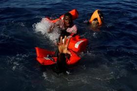 تلاش برای نجات مهاجران در دریای مدیترانه