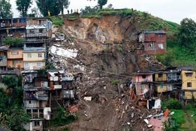 محلی در مانیزالس در کلمبیا که به دلیل رانش زمین با تخریب تعدادی منزل مسکونی 12 نفر را کشت