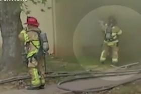 نجات کودک از میان آتش سوزی در آمریکا