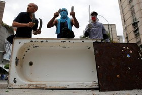 سنگر گیری تظاهرکنندگان ونزوئلایی در کاراکاس