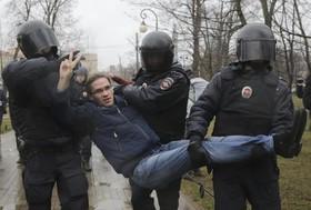 تظاهرات علیه نامزدی مجدد ولادیمیرپوتین در انتخابات ریاست جمهوری روسیه در سنت پترزبورگ