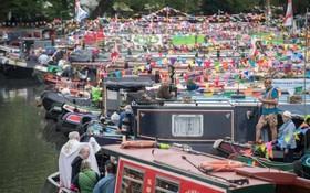 جشنواره ای در بزرگترین کنال آب در لندن که به ونیز کوچک مشهور است
