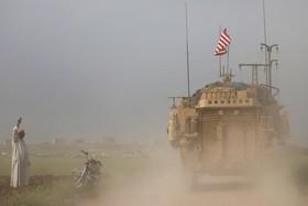 یک خودرو نظامی آمریکا در شهری مرزی در سوریه با ترکیه