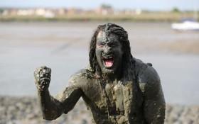 مقام اول مسابقه گل نوردی که برای امور خیریه برگزار می شود در انگلیس