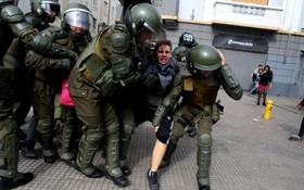 تظاهرات دانشجویان علیه دولت در سانتیاگو در شیلی