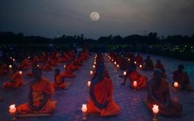 مراسم مذهبی بودایی ها در معبدی در نپال