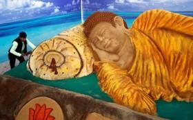 یک هنرمند هندی یک مجسمه شنی در ساحل در کلمبو سریلانکا ساخته که سیزده متر طول داره و یک رکورد محسوب می شود