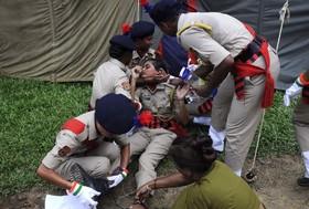 از حال رفتن یک پلیس در مراسم فارغ التحصیلی درتریپورای هند