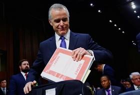 سرپرست اف بی آی و جانشین رئیس برکنار شده قبلی در کمیته امنیتی سنای آمریکا در واشنگتن