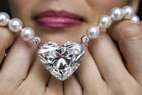 عرضه یک الماس به شکل قلب در حراج کریستی در سوئیس به ارزش 14 تا 20 میلیون دلار