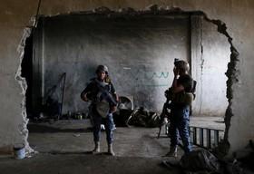 نظامیان عراقی در غرب موصل در حال جنگ با داعش