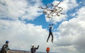 پرواز با پهپاد و پرش با چتر ورزش جدید