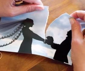 مُد عجیب این روزها؛ سلفی بعد از طلاق + تصاویر