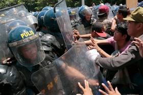 تظاهرات در مانیل مقابل سفارت آمریکا علیه سیاست های دولت فلیپین