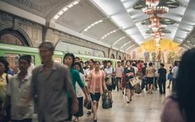 و تصویری از مترو پیونگ یانگ در کره شمالی