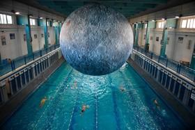 شنا زیر نمونه ماه در فرانسه