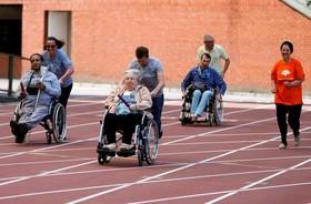 المپیک سالمندان در بروکسل و دوندها همراه یاورانشان