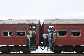 قطار سواری در کلمبو سریلانکا