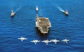 یک واحد ناو هواپیمابر آمریکا در اقیانوس آرام با هواپیماهای اف هیجده