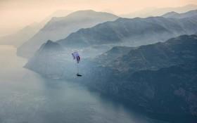پرواز برفراز اطریش موناکو اسلونی آلمان ایتالیا سوئیس و فرانسه در مسابقه ای که افراد با پالاگلایدر از یک منطقه کوهستانی عبور می کنند