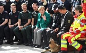 دیدار انجلامرکل صدراعظم آلمان با نیروهای امنیتی و امدادی در جریان اجلاس جی بیست در هامبورگ