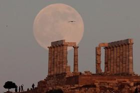 نمایی از معبد پوسیدون در آتن یونان