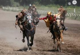 نمایش اسب سواری سنتی موسوم به کیز کو یا گرفتن دختر در آلماتی قزاقستان