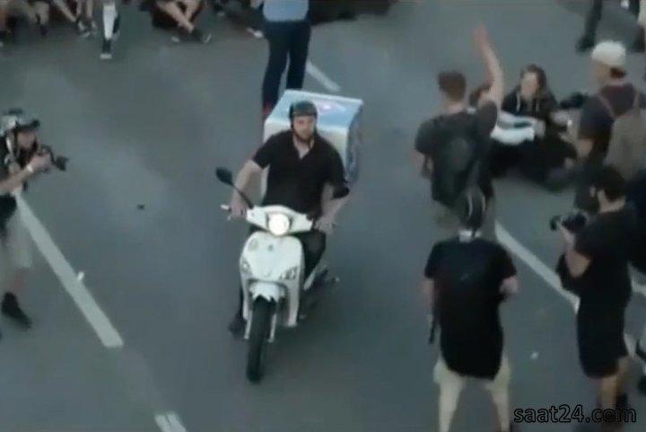 پیک پیتزا در میان تظاهرات در هامبورگ علیه جی بیست