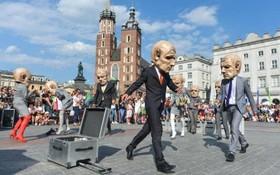 یک نمایش تئاتری خیابانی در کراکوف در لهستان