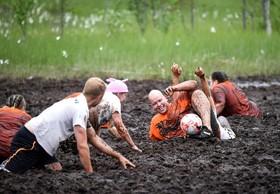مسابقه فوتبال در باتلاق در فنلاند که از سال 2001 هرسال در فنلاند برگزار می شود