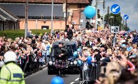 صدها نفر در انگلیس در تشیع جنازه یک کودک شش ساله که به دلیل ابتلا به بیماری نادر سرطان عصب فوت کرده شرکت کردند