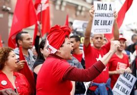 تظاهرات حامیان لولا داسیلوا رئیس جمهوری سابق برزیل که به فساد محکوم شده در سائوپائولو