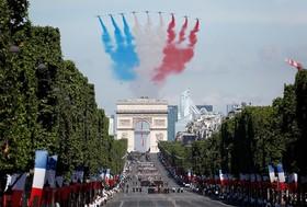 نمایش هوایی در پاریس به مناسبت روز باستیل