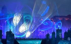نمایش نور در افتتاحیه مسابقات شنای جهانی در بوداپست مجارستان