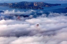 پل گلدن گیت در سانفرانسیسکو آمریکا در مه