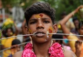 نمایش یک هندو در مراسم مذهبی در چانی هند