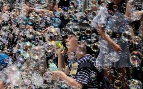نمایش هنری حباب سازی در هنگ کنگ