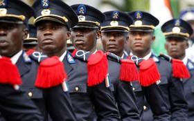 رژه سربازان در در روز استقلال ساحل عاج