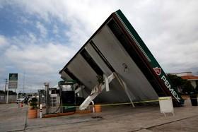 توفان فرانکلین در مکزیک و خرابی یک ایستگاه بنزین
