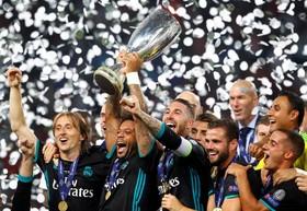مارچلو بازیکن رئال مادرید جام سوپرکاپ پس از پیروزی بر منچستر یونایتد را در اسکوپیه مقدونیه بالا برده است