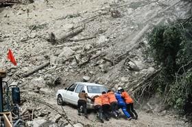 محو شدن یک جاده در زلزله اخیر در چین
