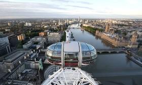 مو فرح دونده ده هزار متر و پنج هزار متر انگلیس در روی چرخ و فلک موسوم به چشم لندن