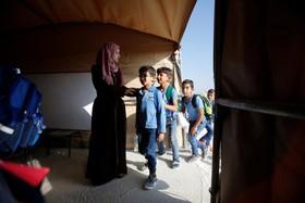 دانش آموزان فلسطینی در چادر درس می خوانند