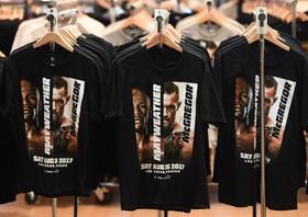 فروش لباس های با نقش می ودر و مک گرگور که قرار است در لاس وگاس آمریکا مسابقه بکس بدهند